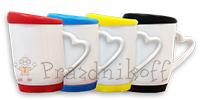 Кружка белая с силиконовой подставкой и крышкой, ручка в виде сердца